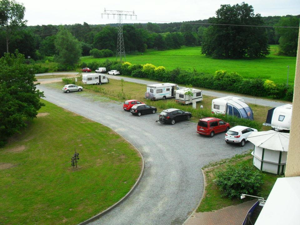 Blick vom Fenster auf den Parkplatz Hotel am Tierpark