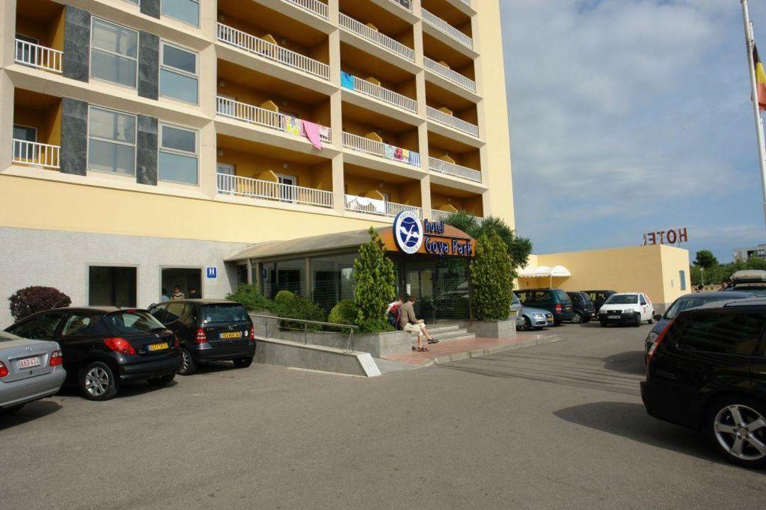 Wejście do hotelu Hotel Goya Park