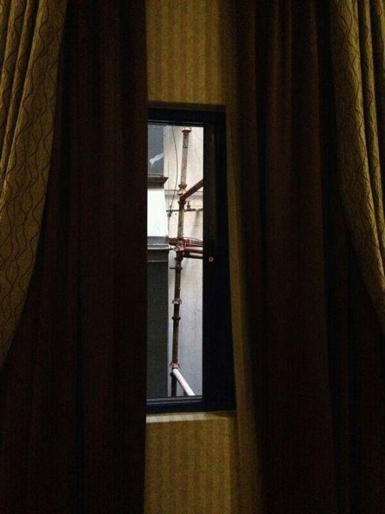 Ausblick aus Zimmerfenster 1: Rohre Abjar Grand Hotel