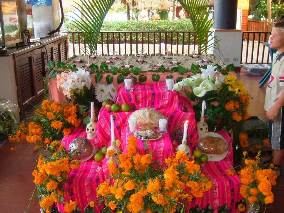 Altar für Allerheiligen im Hotel RIU Yucatan Hotel Riu Yucatan