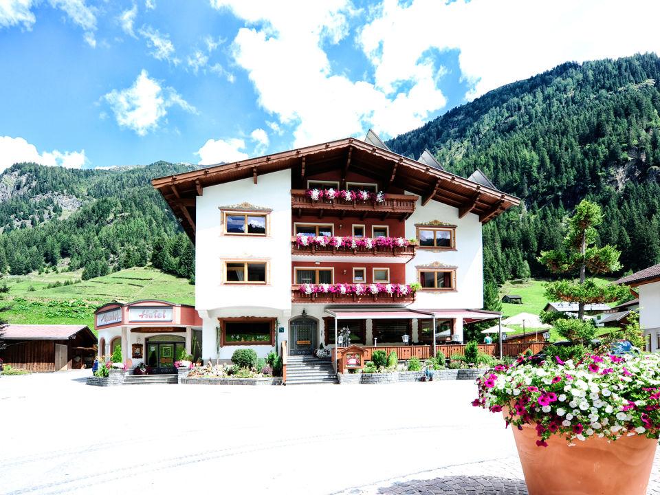 Außenansicht Hotel Alpenhof