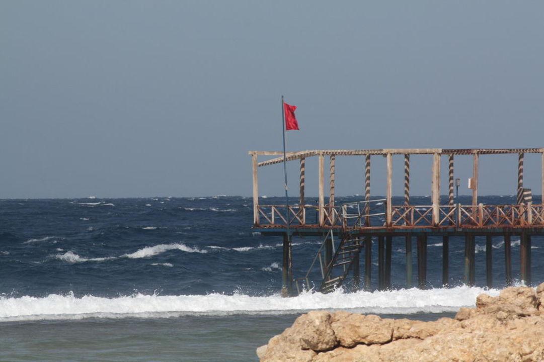 Rote Fahne Radisson Blu Resort, El Quseir