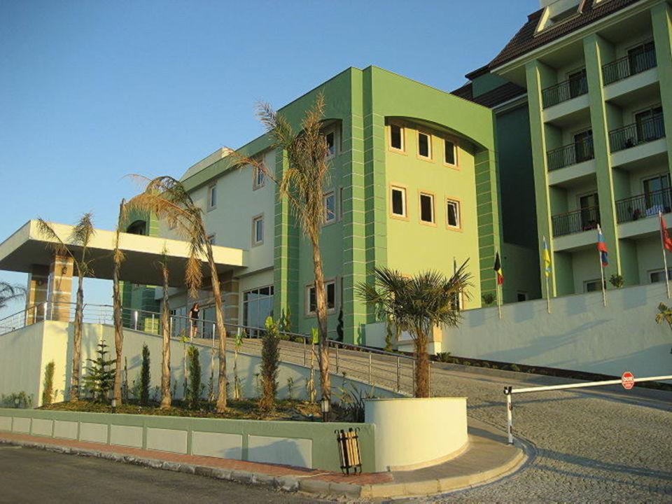 Hotelzufahrt  Mholiday Hotels Belek (Vorgänger-Hotel - existiert nicht mehr)