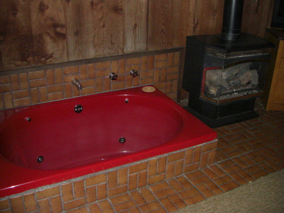 "Jaccuzi und ""Kachelofen"" Hotel Timber Cove Resort"