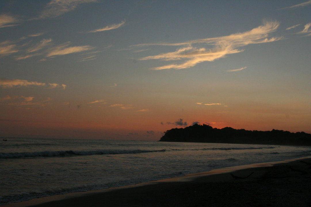 Sonnenuntergang am Strand Hotel Las Brisas del Pacifico