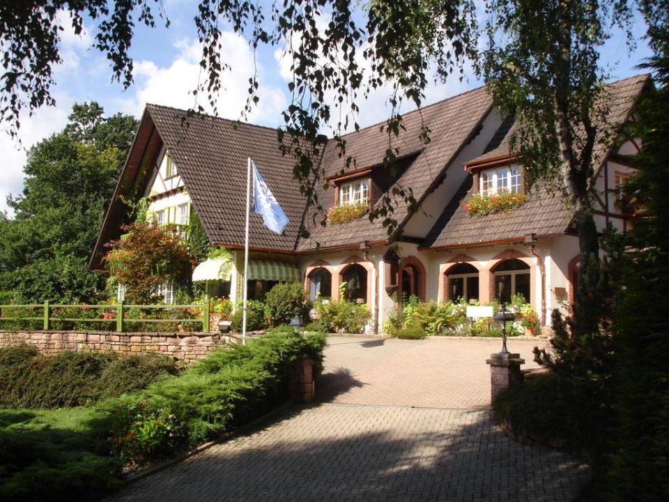 Entrée de La Cheneaudière Hostellerie La Cheneaudière - Relais & Châteaux