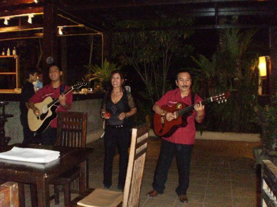 Live Musik beim Abendessen Khaolak Emerald Beach Resort & Spa