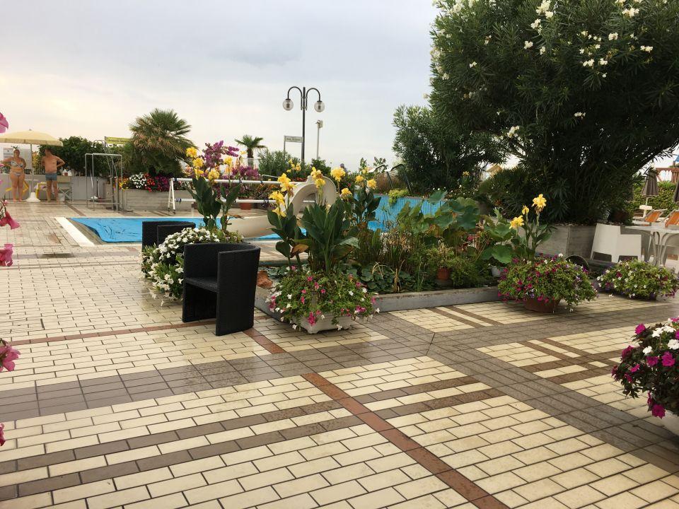 Gartenanlage Hotel Sirenetta