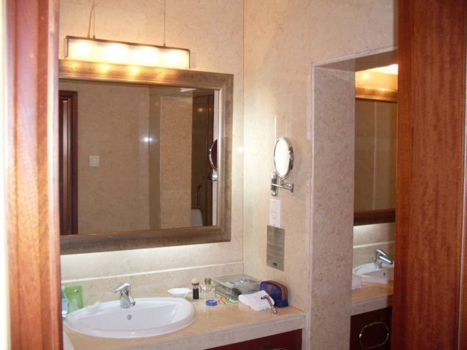 Bad Mit Zwei Waschbecken Hotel Holiday Inn Temple Of Heaven