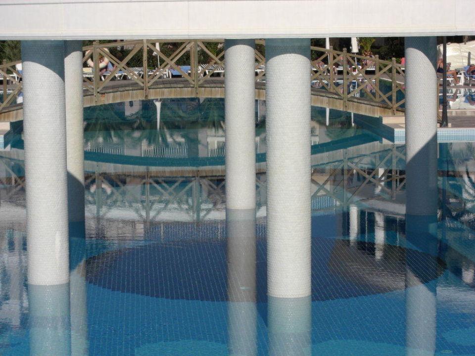 Blick in den Pool von einer der Brücken Trendy Aspendos Beach Hotel