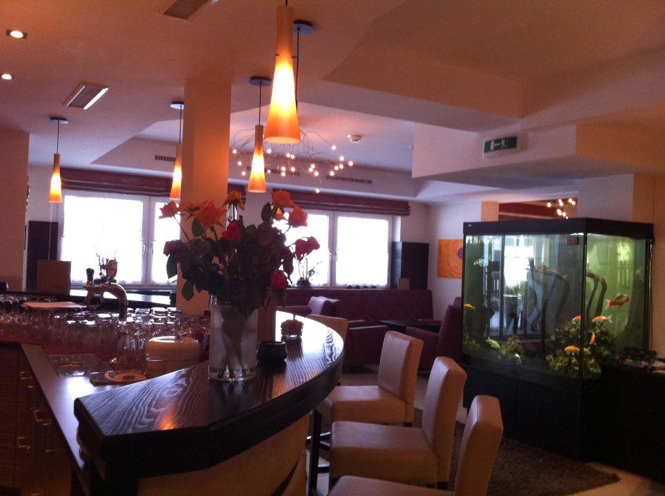 Bar / Eingang Hotel Castel