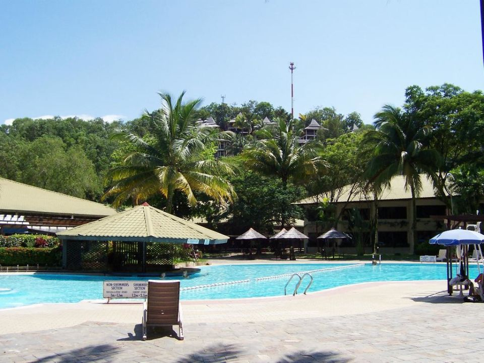 Rund um den unteren Pool Damai Beach Resort