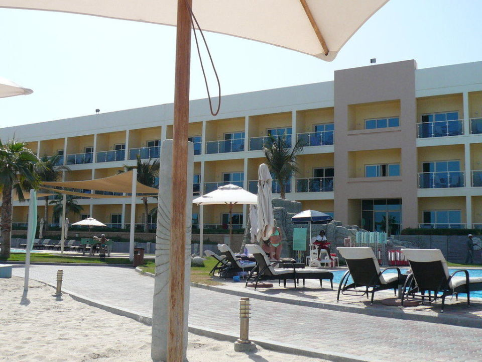 Hotelgebäude 2 vom Pool Radisson Blu Resort Fujairah