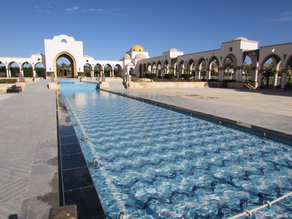 Quot Brunnenanlage Neben Dem Hotel Quot Old Palace Resort Sahl