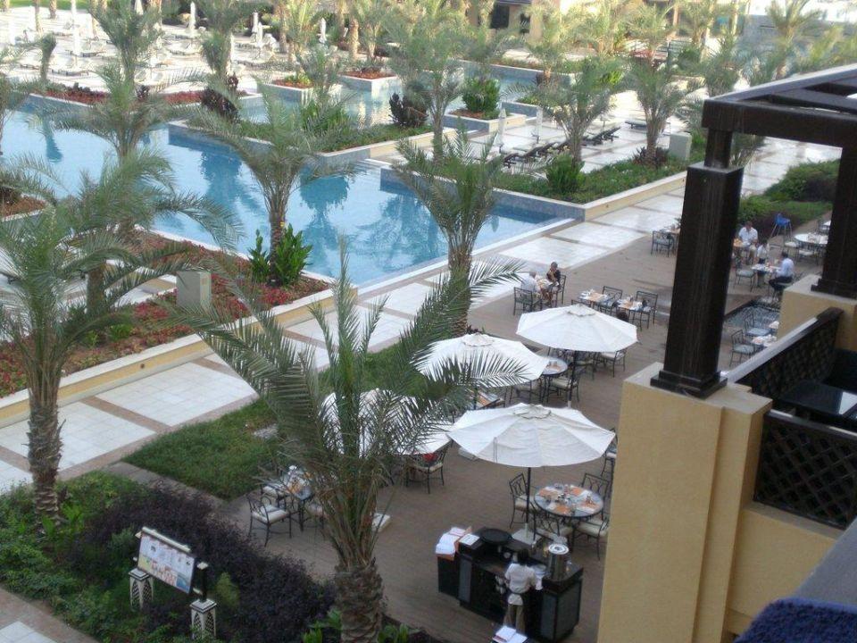 Frühstücksrestaurant und Pool Hilton Ras Al Khaimah Resort & Spa