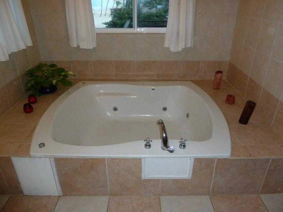 Honeymoon Suite Whirlpool\