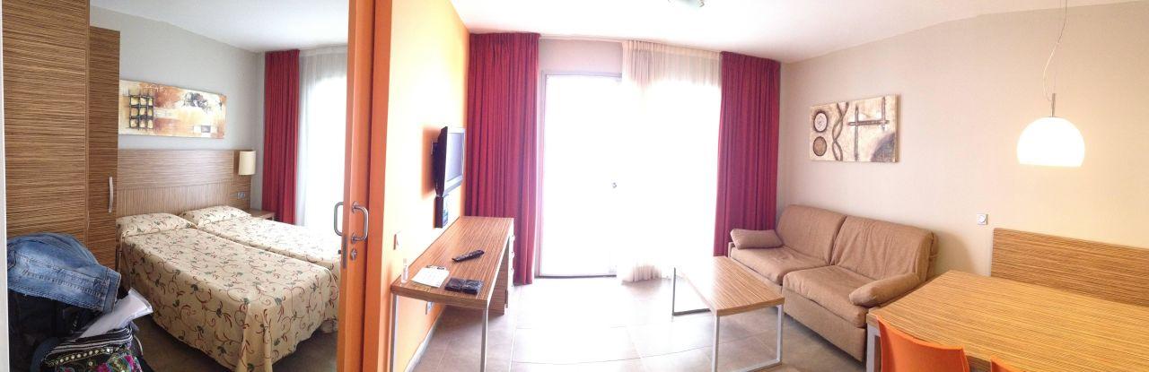 Schlafzimmer und Wohnzimmer Aparthotel Odissea Park