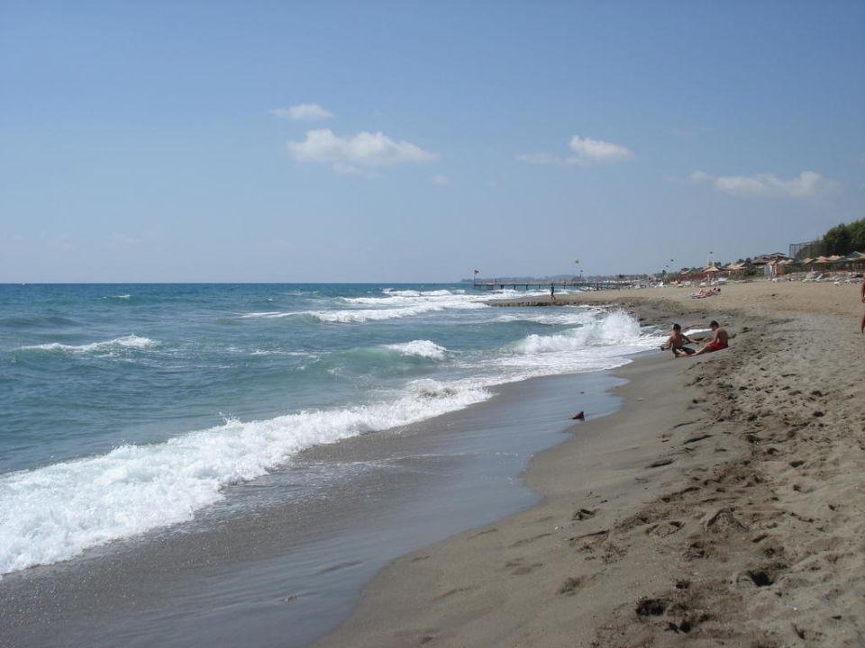 Der Sand-/Kiesel-Strand vom Arancia Resort MC Arancia Resort