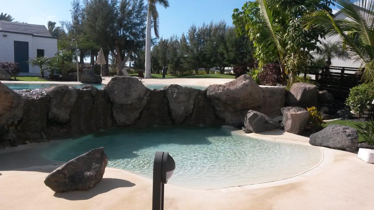 Der kleinere teil des pools mit wasserfall r2 romantic fantasia dream tarajalejo - Pool wasserfall ...