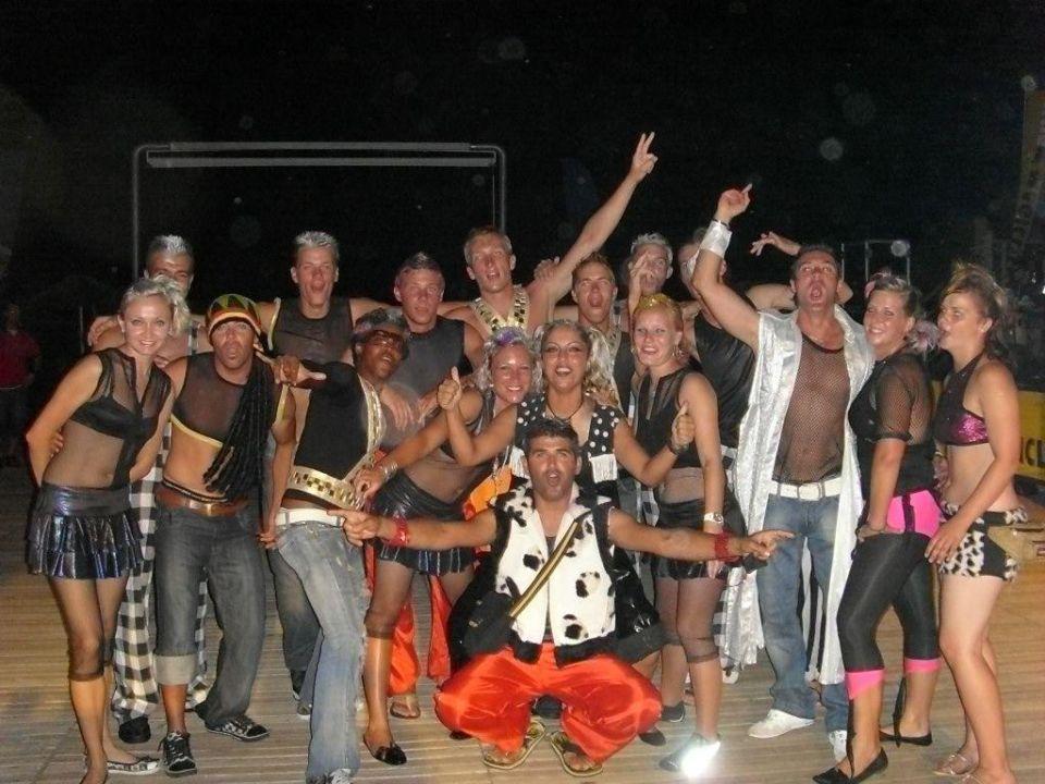 World Entertainment War Snake Dance