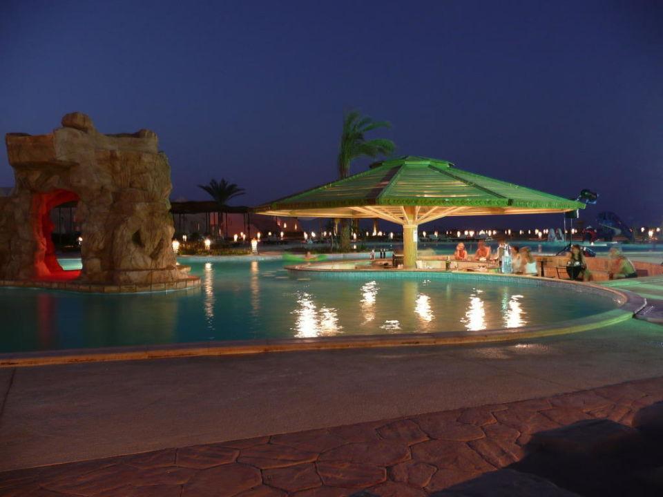 Cena in piscina onatti beach resort el quseir for Cena in piscina