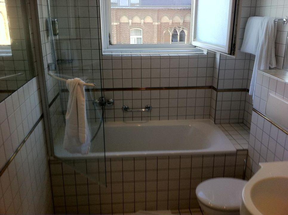 """bad im stil der 70er oder 80er jahre"""" ameron hotel königshof in, Badezimmer ideen"""