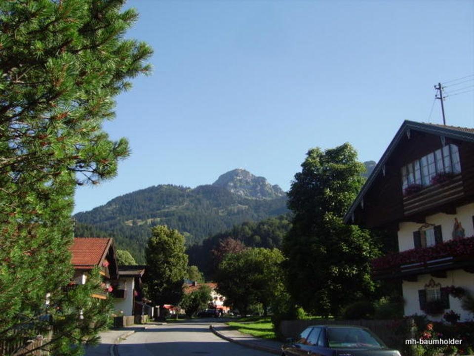Blick Richtung Wendelstein und Kirche Gasthof St. Lukas (geschlossen)
