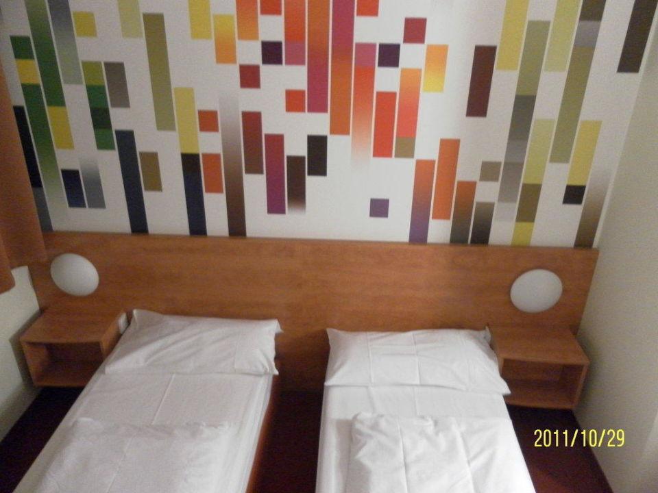 Die Betten im Zimmer B&B Hotel Stuttgart-City