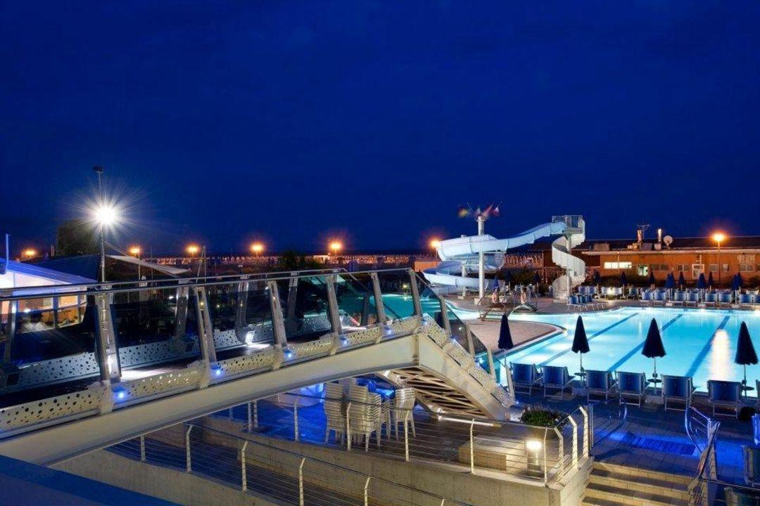 Bild piscina bambini con scivolo zu hotel cesare augusto - Hotel bibione con piscina ...