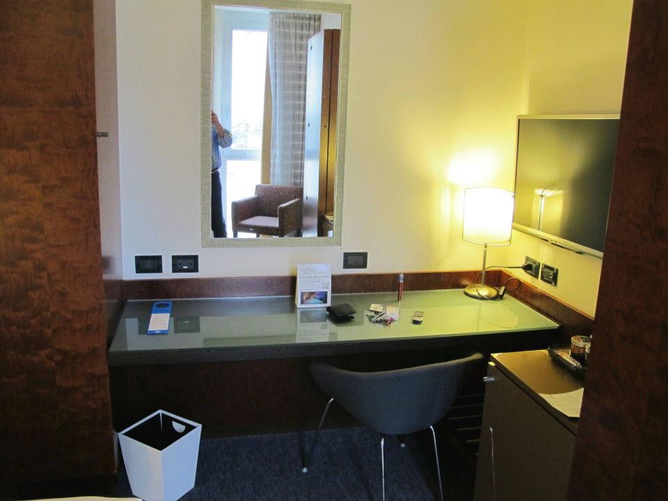Tisch Hotel NH Bergamo