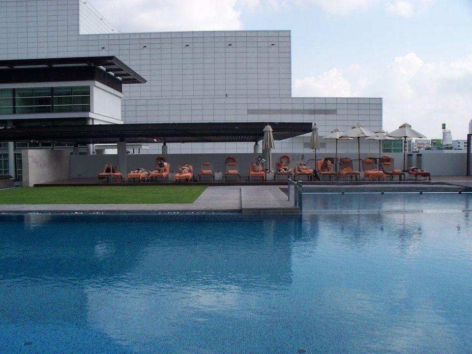 Blick auf den Pool Hotel Pullman Bangkok King Power