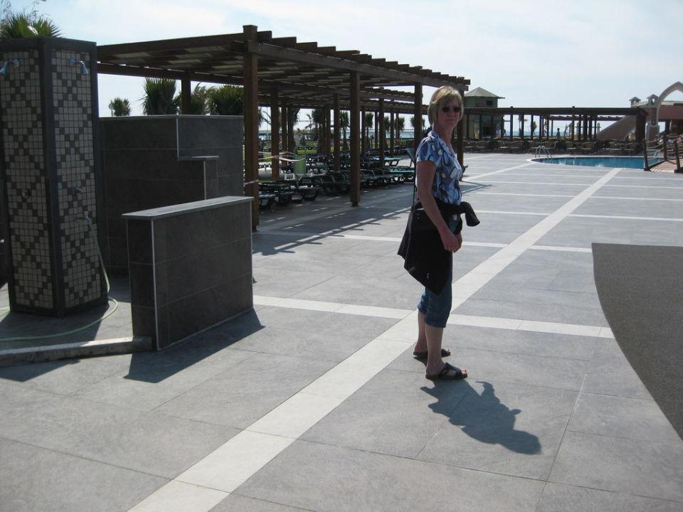 Neue Liegefläche am Pool Club Mega Saray