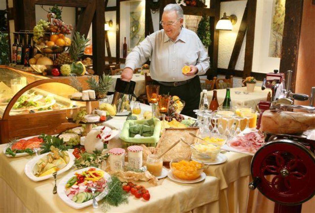 Zeltinger Hof : Quot restaurant buffet hotel zeltinger hof zeltingen rachtig