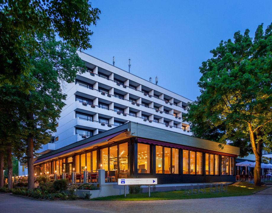 aussenansicht restaurant am abend dorint parkhotel bad neuenahr bad neuenahr ahrweiler. Black Bedroom Furniture Sets. Home Design Ideas