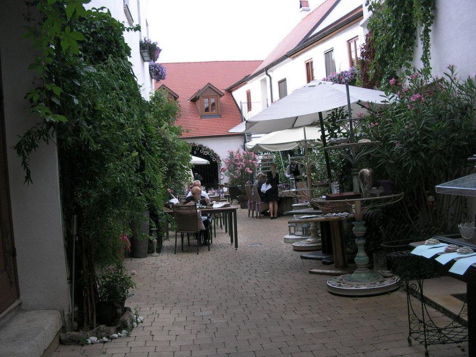Rust bürgerhaus  Innenhof Bürgerhaus Frühstück