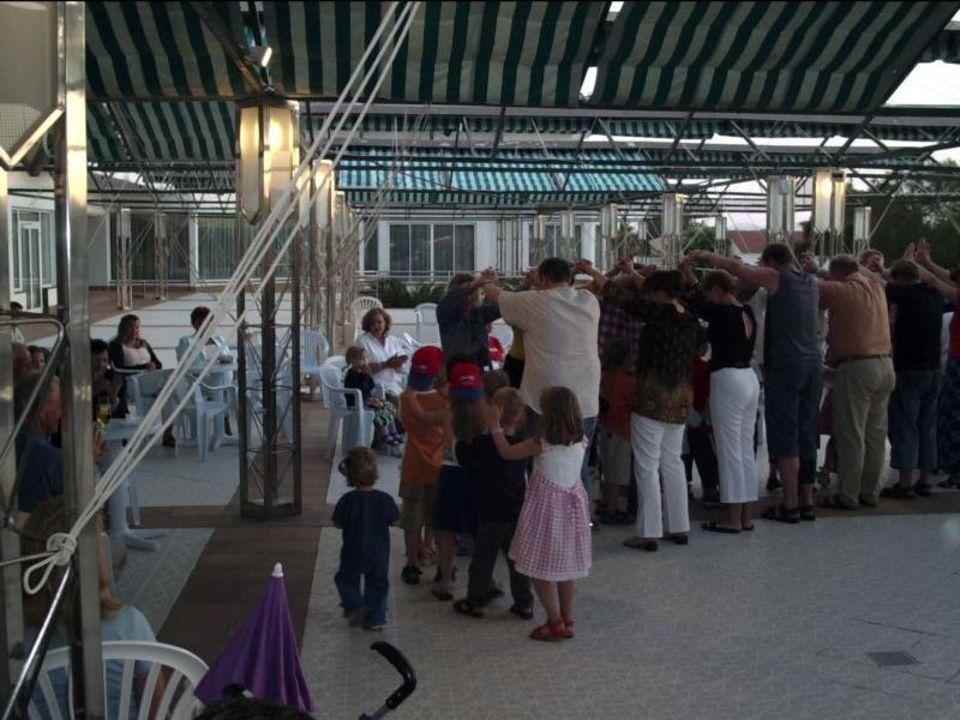 Eltern.und Kinder.b.d.Kinderdisco von M.Kurowski allsun Hotel Mariant Park