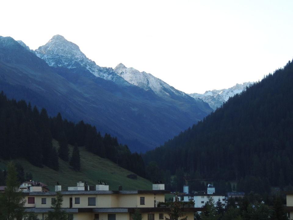 Ausblick vom Balkon Hotel Parsenn