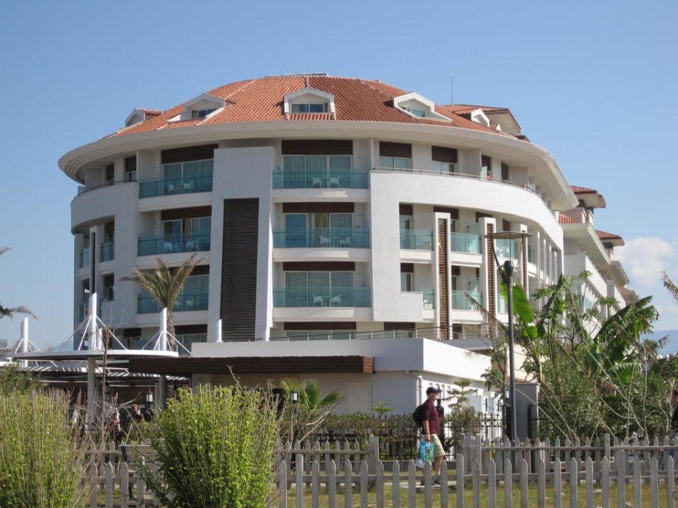 Außenansicht des Hotels Sunis Evren Beach Resort Hotel & Spa