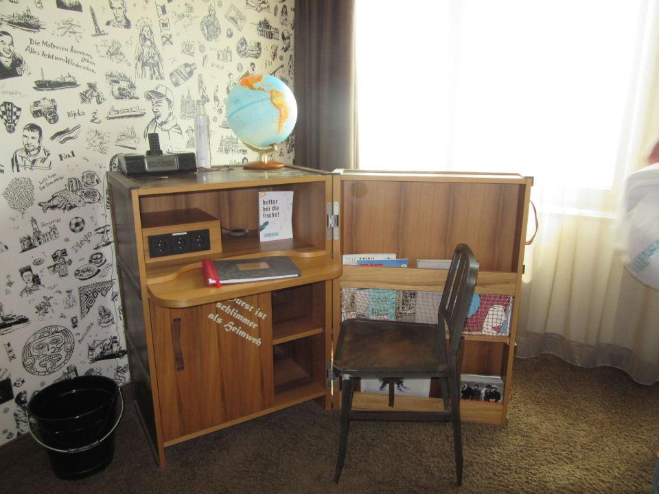 Koffer als schreibtisch und ablage 25hours hotel for Schreibtisch 1 50 m