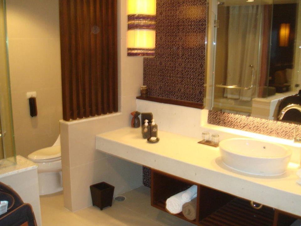 Großzügiges Badezimmer Hotel Sareeraya Villas & Suites