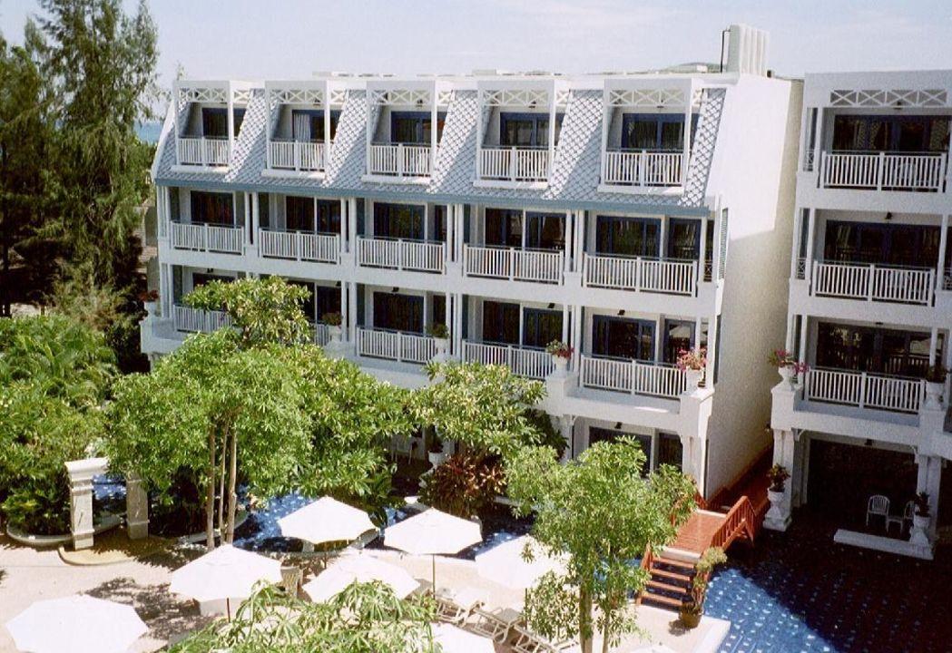 Blick vom Pool in das Restaurant Hotel Andaman Seaview