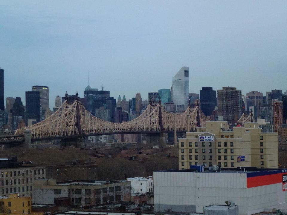 Ausblick vom 10. Stock auf die Queensboro Bridge\