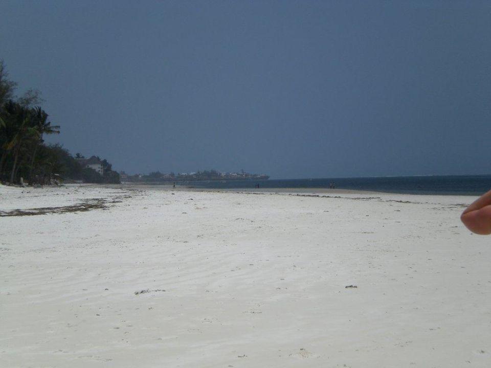 Strandspaziergang Bahari Beach Hotel