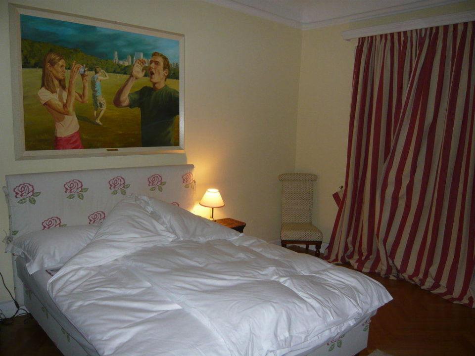 Betten schon zum Schlafen ausgedeckt Schlossberghotel - Das Kunsthotel