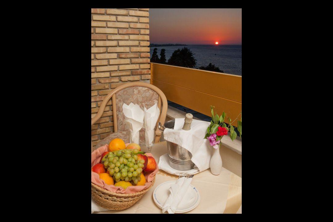 Restaurant balcony Hotel Oceanis Beach