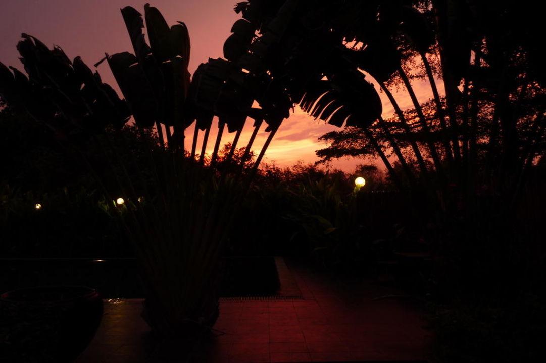 Sonnenuntergang Hotel Tharaburi Resort
