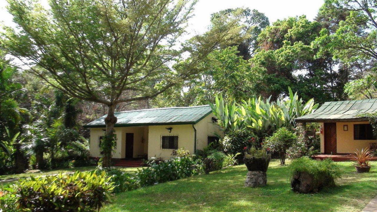 HIntere Bungalow ohne Aussicht auf den Tierpark Hotel Mount Meru Game Lodge