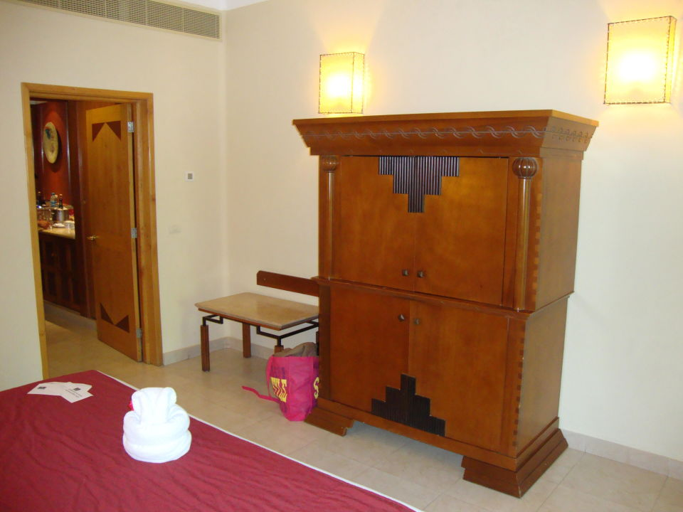 bild tv schrank zu iberostar hotel paraiso maya in playa. Black Bedroom Furniture Sets. Home Design Ideas