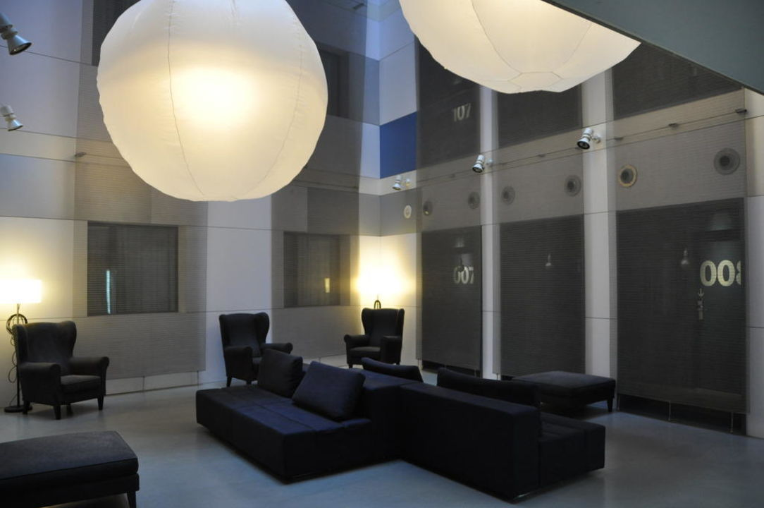 Sitzecke in der Lobby Hotel Catalonia Avinyo