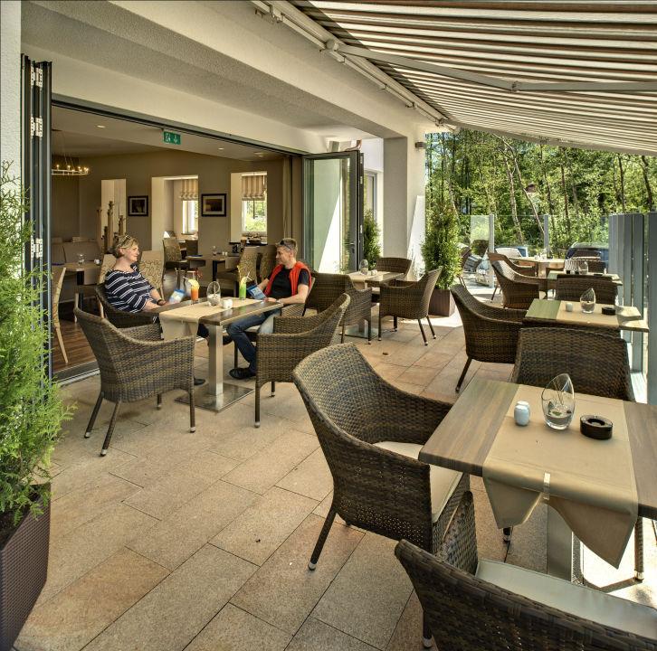 """Terrasse mit Restaurant"" Pension Haus am Meer Graal"